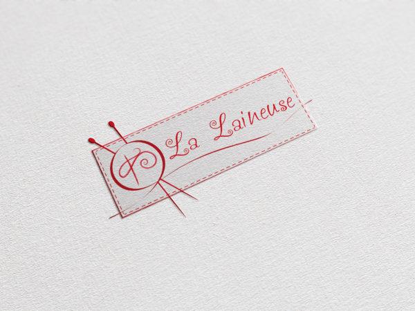 Création d'une identité visuelle pour des vêtements en laine feutrée : le logo